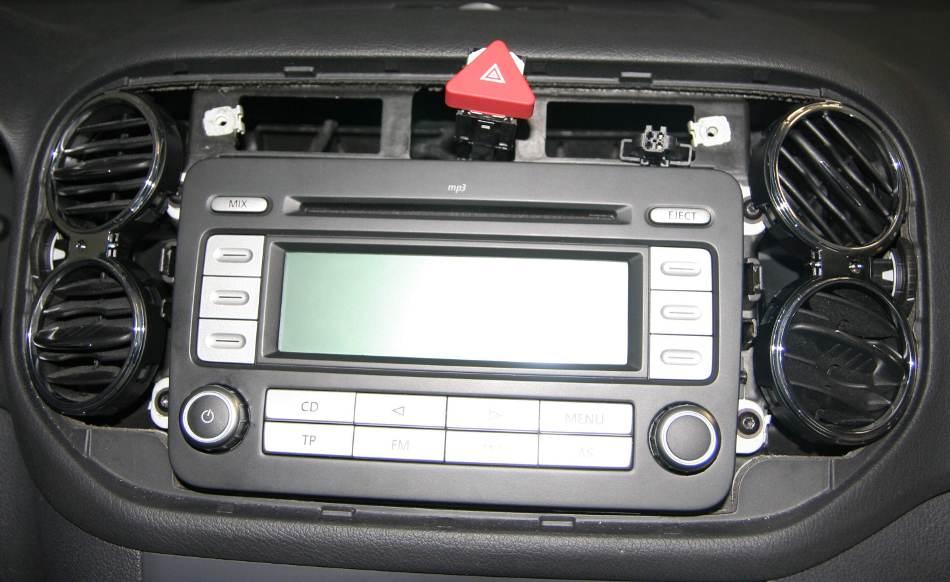 vw polo radio ausbauen